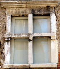 Tivoli le finestre di via s valerio for Finestra rinascimentale disegno