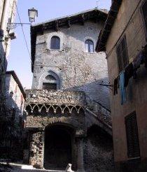 Tivoli casa gotica parte 1 for Casa di architettura gotica